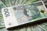 Plik pieniędzy o nominale sto złotych